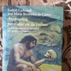 Libros de segunda mano: ATAPUERCA, PERDIDOS EN LA COLINA, DE CARBONELL Y BERMUDEZ. DESTINO, 2004. FOTOS EN COLOR, EXCELENTE. Lote 105095259