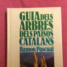 Libros de segunda mano: GUIA DELS ARBRES DELS PAÏSOS CATALANS. RAMON PASCUAL. KAPEL 1985. Lote 112825459