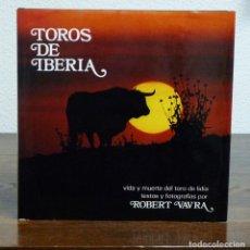 Libros de segunda mano: ROBERT VAVRA. TOROS DE IBERIA. VIDA Y MUERTE DEL TORO DE LIDIA. MAGNÍFICAMENTE ILUSTRADO FOTOGRAFÍAS. Lote 116502676