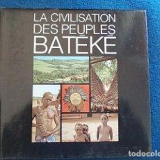 Libros de segunda mano: LA CIVILISATION DES PEUPLES BATEKE. Lote 117799455