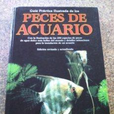 Libros de segunda mano: GUIA PRACTICA ILUSTRADA DE LOS PECES DE ACUARIO -- EDITORIAL BLUME 1998 --. Lote 141019366