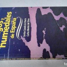 Libros de segunda mano: GUIA DE LOS LAGOS Y HUMEDALES DE ESPAÑA-SANTOS CASADO DE OTAOLA-CARLOS MONTES DE OLMO-LIBRO NUEVO. Lote 179122038