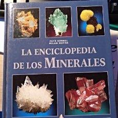 Libros de segunda mano: LA ENCICLOPEDIA DE LOS MINERALES. - KORBEL/NOVAK, PETR/MILAN.. Lote 143234840