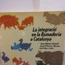 Libros de segunda mano: STQ.VARIOS.LA INTEGRACIO EN LA RAMADERIA A CATALUNYA..BRUMART TU LIBRERIA. Lote 145584602