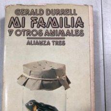 Libros de segunda mano: MI FAMILIA Y OTROS ANIMALES. GERALD DURRELL. ALIANZA TRES. MADRID 1983. PAGS 319. . Lote 159052078