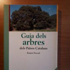 Libros de segunda mano: GUIA DELS ARBRES DELS PAÏSOS CATALANS. RAMON PASCUAL. Lote 170444573