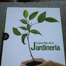 Libros de segunda mano: EL GRAN LIBRO DE LA JARDINERIA -- SIGNOS EDITORES - 2010 --. Lote 172823979