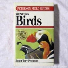 Libros de segunda mano: GUÍA DE PÁJAROS, WESTERN BIRDS PETERSON FIELD GUIDES, R. TORY PETERSON 1990, EN INGLÉS. Lote 179042292