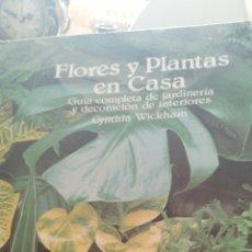Libros de segunda mano: FLORES Y PLANTAS EN CASA. Lote 181034311