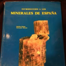 Libros de segunda mano: INTRODUCCIÓN A LOS MINERALES DE ESPAÑA. EMILIO GALÁN Y SALVADOR MIRETE. 1979. Lote 184562295