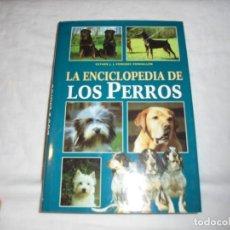 Libros de segunda mano: LA ENCICLOPEDIA DE LOS PERROS.ESTHER J.J.VERHOEF-VERHALLEN.LIBSA 2002. Lote 190172341