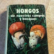 Livros em segunda mão: HONGOS DE NUESTROS CAMPOS Y BOSQUES. FRANCISCO DE DIEGO CALONGE. 1976 ICONA. GUIA SETAS. Lote 193269861