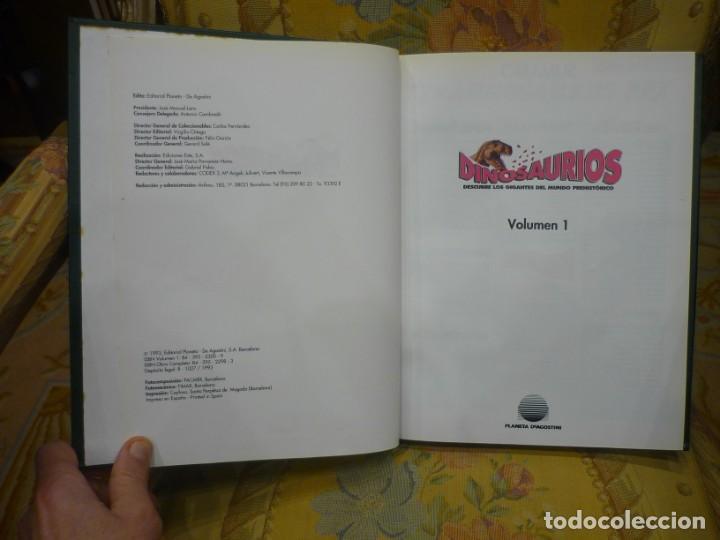 Libros de segunda mano: DINOSAURIOS. DESCUBRE LOS GIGANTES DEL MUNDO PREHISTÓRICO. TOMO 1. PLANETA DeAGOSTINI 1.993. - Foto 3 - 194897370