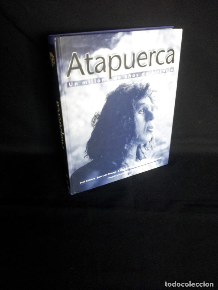 ATAPUERCA, UN MILLON DE AÑOS DE HISTORIA - VARIOS AUTORES - PLOT EDICIONES 1999 (Libros de Segunda Mano - Ciencias, Manuales y Oficios - Paleontología y Geología)