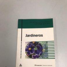 Libros de segunda mano: JARDINEROS. Lote 227994660