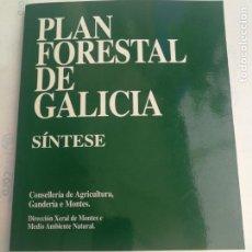 Libros de segunda mano: PLAN FORESTAL DE GALICIA SINTESE XUNTA DE GALICIA 1992 CON PLANO DE MONTES Y USO DEL TERRITORIO. Lote 211934837
