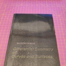 Libros de segunda mano de Ciencias: DIFFERENTIAL GEOMETRY OF CURVES AND SURFACES - MANFREDO DO CARMO - PERTINCE HALL. Lote 213592292