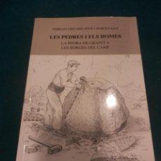 Libros de segunda mano: LES PEDRES I ELS HOMES (LA PEDRA DE GRANIT A LES BORGES DEL CAMP) LIBRO EN CATALÀ - ILUSTRADO. Lote 220635210