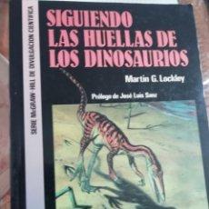 Libros de segunda mano: SIGUIENDO LAS HUELLAS DE LOS DINOSAURIOS POR MARTIN G LOCKLEY EN INGLÉS. Lote 225258213