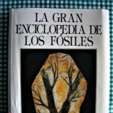 Libros de segunda mano: LA GRAN ENCICLOPEDIA DE LOS FÓSILES, SUSAETA. 1990. Lote 228212725