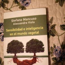 Livres d'occasion: SENSIBILIDAD E INTELIGENCIA EN EL MUNDO VEGETAL, STEFANO MANCUSO ALESSANDRA VIOLA, GALAXIA GUTENBERG. Lote 232647642