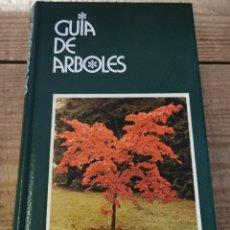 Libros de segunda mano: GUÍA DE ÁRBOLES / PAOLA LANZARA Y MARIELLA PIZZETTI / GRIJALBO 1ª EDICIÓN 1979. Lote 237067660
