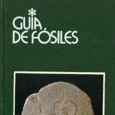Libros de segunda mano: GUIA DE FOSILES (TAPA DURA). Lote 243940085