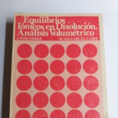 Libros de segunda mano de Ciencias: EQUILIBRIOS IÓNICOS EN DISOLUCIÓN. ANÁLISIS VOLUMÉTRICO. PINO PÉREZ. VALCÁRCEL CASES. . TEMAS FÍSICA. Lote 262781680