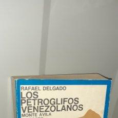 Libros de segunda mano: LOS PETROGLIFOS VENEZOLANOS. RAFAEL DELGADO. Lote 270655178