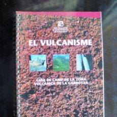 Libros de segunda mano: EL VULCANISME. GUIA DE CAMP DE LA ZONA VOLCÀNICA DE LA GARROTXA 2000 1A ED JOAN MARTÍ MOLIST. Lote 293974523