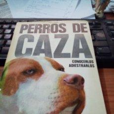 Libros de segunda mano: PERROS DE CAZA. CONOCERLOS ADIESTRARLOS. FRITZ HUMEL. Lote 295524598