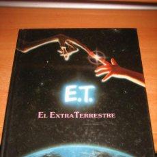 Libros de segunda mano: E.T. EL EXTRA TERRESTRE EL LIBRO DE LA PELICULA CON FOTOGRAFIAS DEL FILM CIRCULO 1982. Lote 32958971