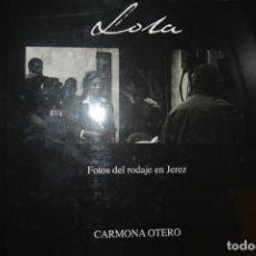 Libros de segunda mano: LOLA. FOTOS DEL RODAJE EN JEREZ. CARMONA OTERO. Lote 143347266