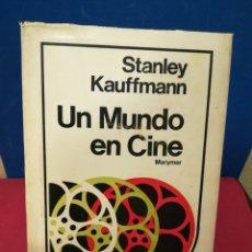 Libros de segunda mano: UN MUNDO EN CINE - STANLEY KAUFFMAN - MARYMAR, BUENOS AIRES, PRINERA EDICIÓN EN ESPAÑOL 1972. Lote 147842478