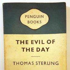 Libros de segunda mano: LIBRO THE EVIL OF THE DAY (1959) DE THOMAS STERLING ENVIADO POR MCA ENGLAND A EL AUTOR.. Lote 151985462