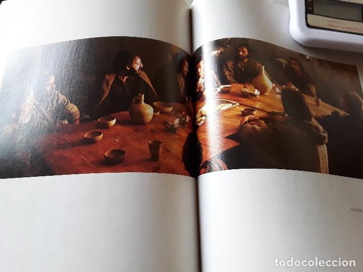 Libros de segunda mano: La Pasion. Fotografías tomadas durante el rodaje de la película de Mel Gibson. Excelente estado. Ra - Foto 3 - 152932794