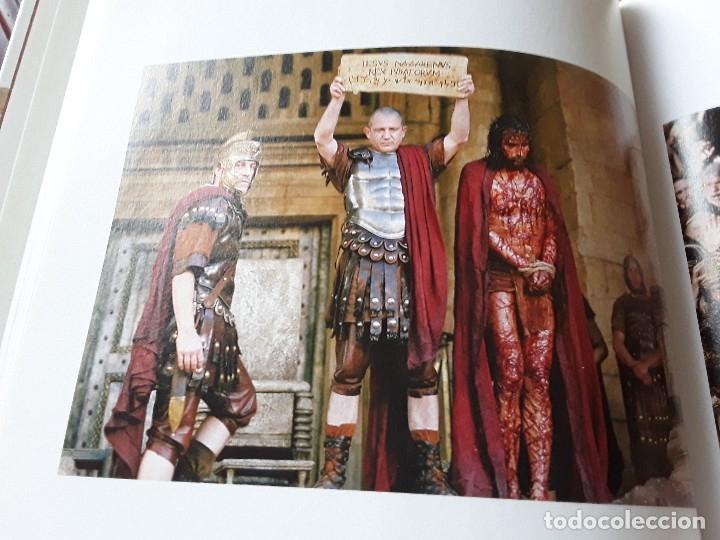 Libros de segunda mano: La Pasion. Fotografías tomadas durante el rodaje de la película de Mel Gibson. Excelente estado. Ra - Foto 4 - 152932794