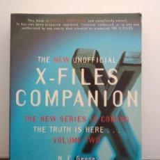 Libros de segunda mano: LIBRO THE NEW UNOFFICIAL X-FILES COMPANION VOLUME TWO. EN INGLÉS. DE N. E. GENGE. 1996 - MACMILLAN.. Lote 198013528