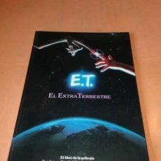 Libros de segunda mano: E.T. EL EXTRATERRESTRE. EL LIBRO DE LA PELICULA. CEBRA EDICIONES 1983.. Lote 219475888