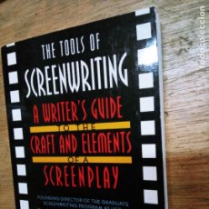 Libros de segunda mano: DAVID HOWARD Y EDWARD MABLEY: THE TOOLS OF SCREENWRITING: A WRITER'S GUIDE TO THE CRAFT AND ELEMENTS. Lote 245067665