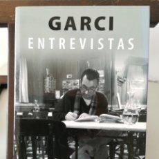 Livros em segunda mão: JOSÉ LUIS GARCI/ ENTREVISTAS/ FIRMADO Y DEDICADO POR JOSÉ LUIS GARCÍ. Lote 247734470