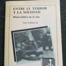 Libros de segunda mano: ENTRE EL TERROR Y LA SOLEDAD. MINUSVÁLIDOS EN EL CINE. Lote 273429123