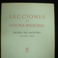Libros de segunda mano: MANUAL. COCINA. LECCIONES DE COCINA REGIONAL. ESCUELA DEL MAGISTERIO. SECCIÓN FEMENINA. FALANGE. . Lote 26427080
