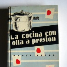 Libros de segunda mano: LA COCINA CON OLLA A PRESION - MARIA VIDAL - EDICIONES GINER.1957.. Lote 34176909