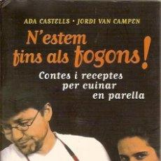 Libros de segunda mano: N'ESTEM FINS ALS FOGONS CONTES I RECEPTES PER CUINAR EN PARELLA ADA CASTELLS JORDI VAN CAMPEN CUINA. Lote 43111799