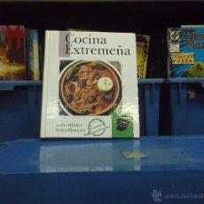 Libros de segunda mano: COCINA EXTREMEÑA / TECLO VILLALÓN Y PEDRO PLASENCIA. Lote 49037874