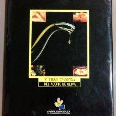 Libros de segunda mano: EL LIBRO DE COCINA DEL ACEITE DE OLIVA. VV.AA. COMUNIDAD EUROPEA. 29 CM. GASTRONOMÍA. RAREZA!. Lote 50586716
