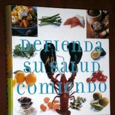 Libros de segunda mano: DEFIENDA SU SALUD COMIENDO POR SELECCIONES DEL READER'S DIGEST DE ED. ALQUIMIA EN MADRID 2006. Lote 53053458