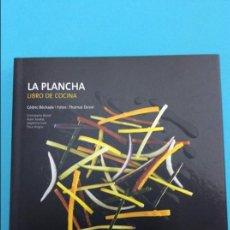 Libros de segunda mano: OFERTON LA PLANCHA- LIBRO DE COCINA EDITORIAL AKAL. Lote 70159713