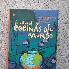 Libros de segunda mano: EL LIBRO DE LAS COCINAS DEL MUNDO, VVAA. RBA, PRIMERA EDICIÓN, 2002. POCAS SEÑALES DE USO. . Lote 70240957